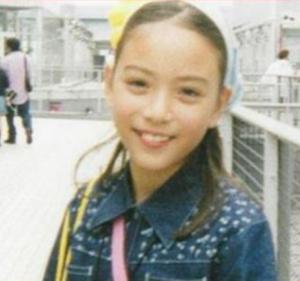 滝沢カレンの小学校写真