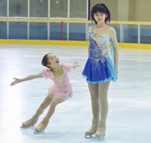 小芝風花のスケート動画衣装