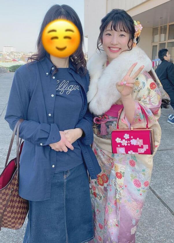 須崎優衣かわいい腹筋と私服